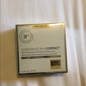 It cosmetics light color confidence in a compact